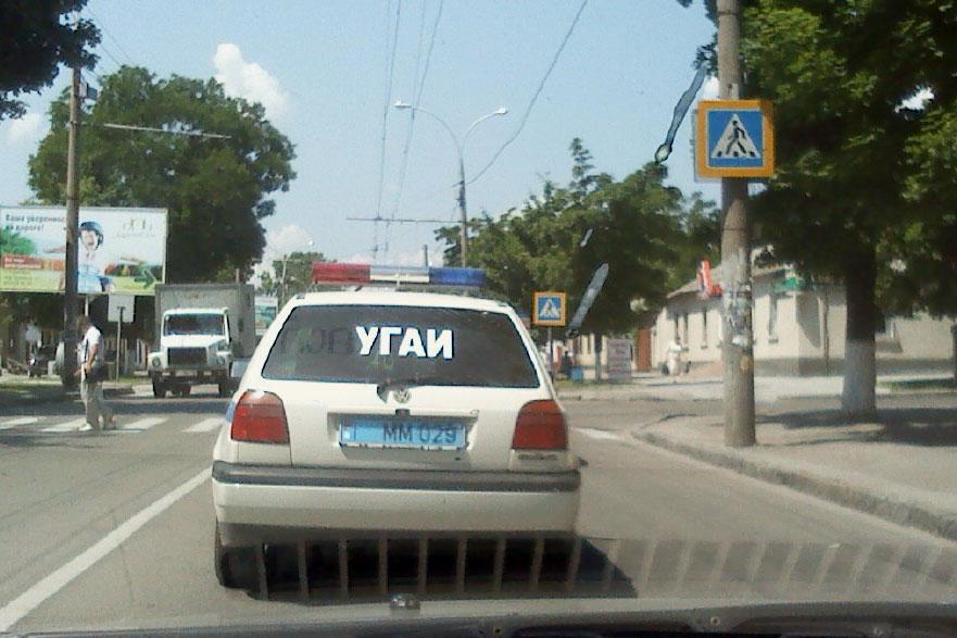 Автомобиль ГАИ едет по дороге в Тирасполе (1)