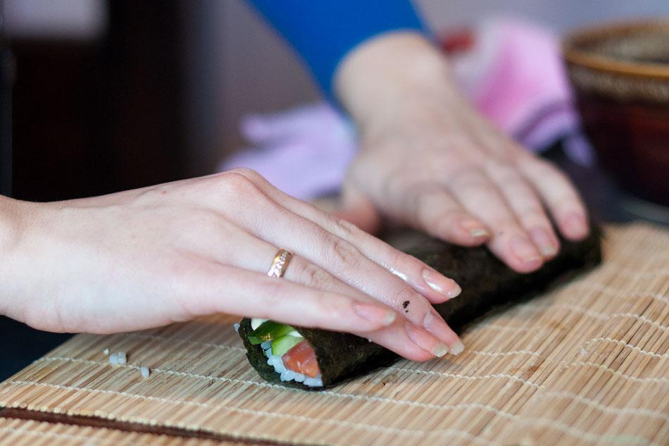 Японская кухня - готовим суши, делаем роллы (11)