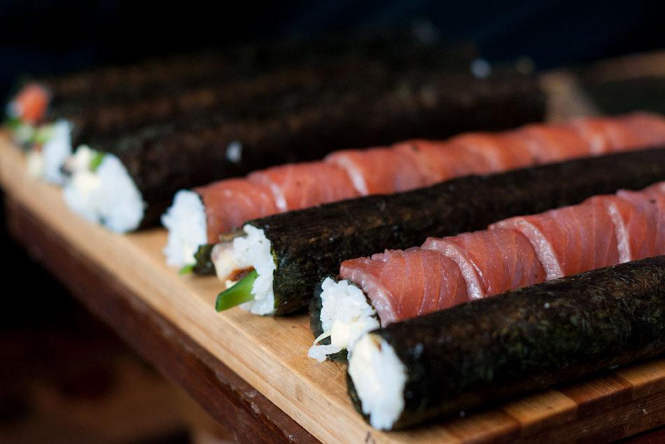 Японская кухня - готовим суши, делаем роллы (12)
