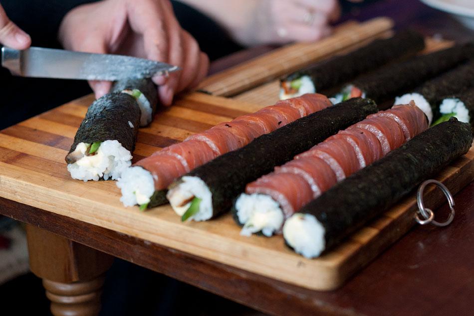 Японская кухня - готовим суши, делаем роллы (14)