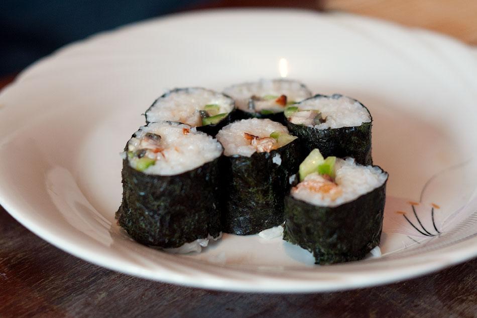 Японская кухня - готовим суши, делаем роллы (16)