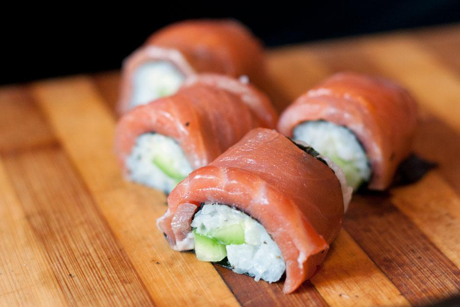 Японская кухня - готовим суши, делаем роллы (18)