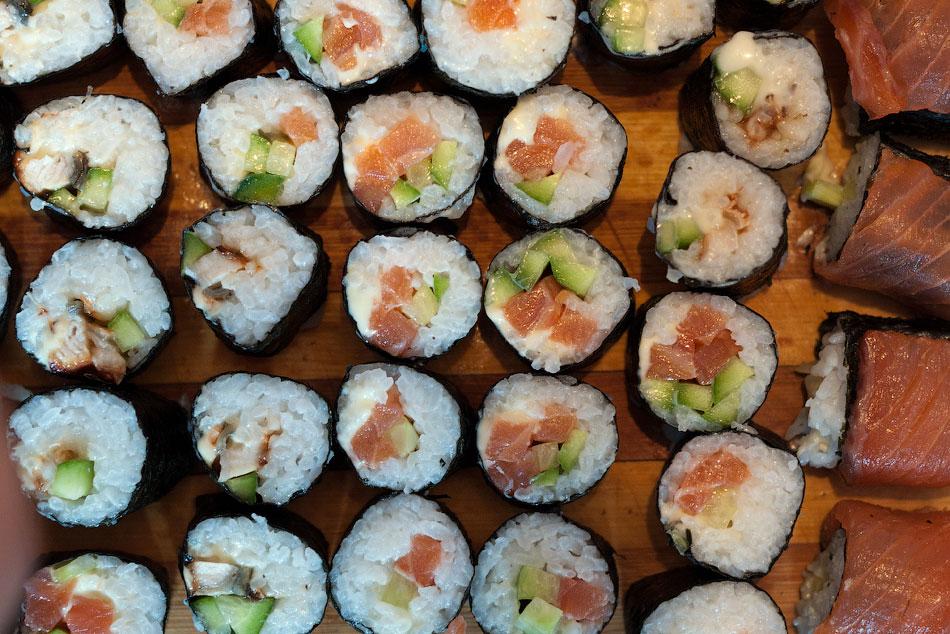 Японская кухня - готовим суши, делаем роллы (19)