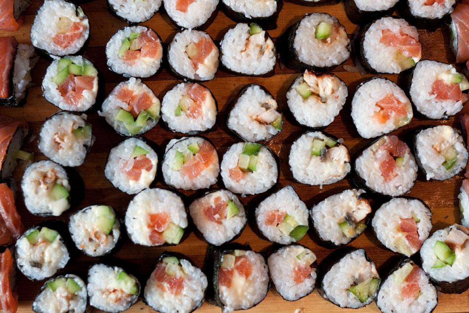 Японская кухня - готовим суши, делаем роллы (20)