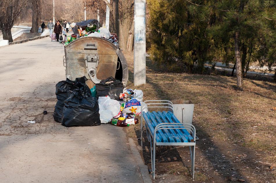 Свалка мусора на набережной Тирасполя (2)
