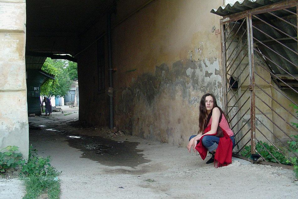 Полина у ворот (2)