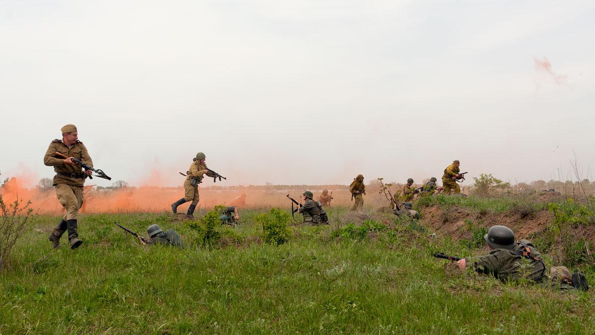 Реконструкция одного из победных боев мая 1945 года — битвы за Берлин. пгт Черноморское, Одесская область, 6 мая 2012 года.
