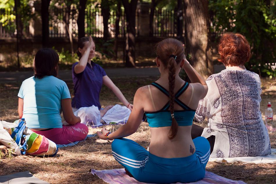 Йоги в городе! Фотопрогулка по Тирасполю - 1 июля 2012 года. (6)