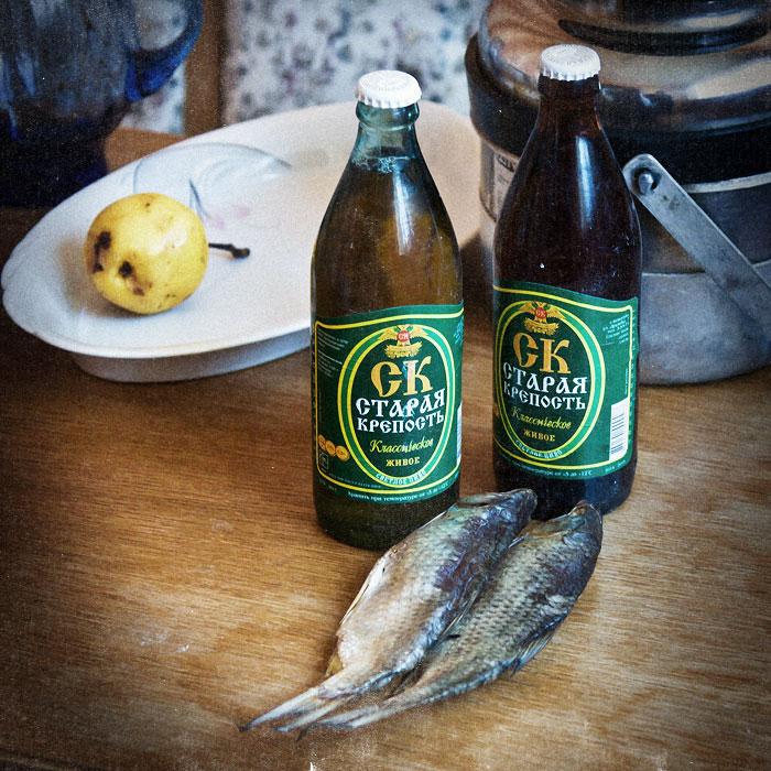 """Пиво """"Старая крепость"""" (Бендеры) и сушеная рыбка плотва"""