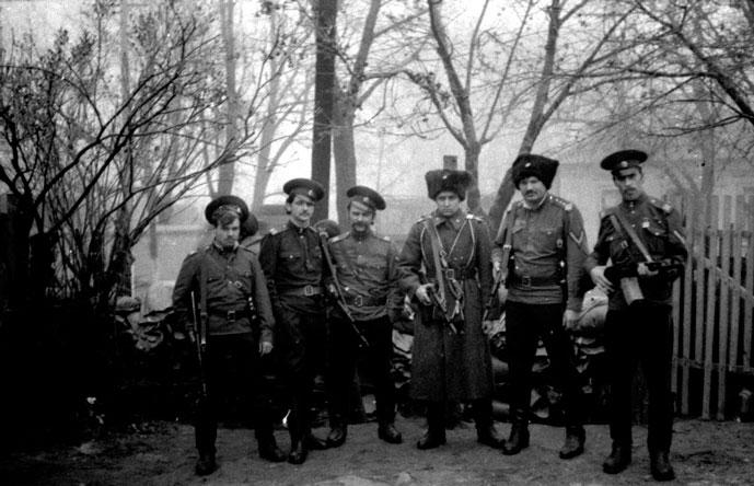 Казаки 96-го полка после взятия полицейского участка в Дубоссарах
