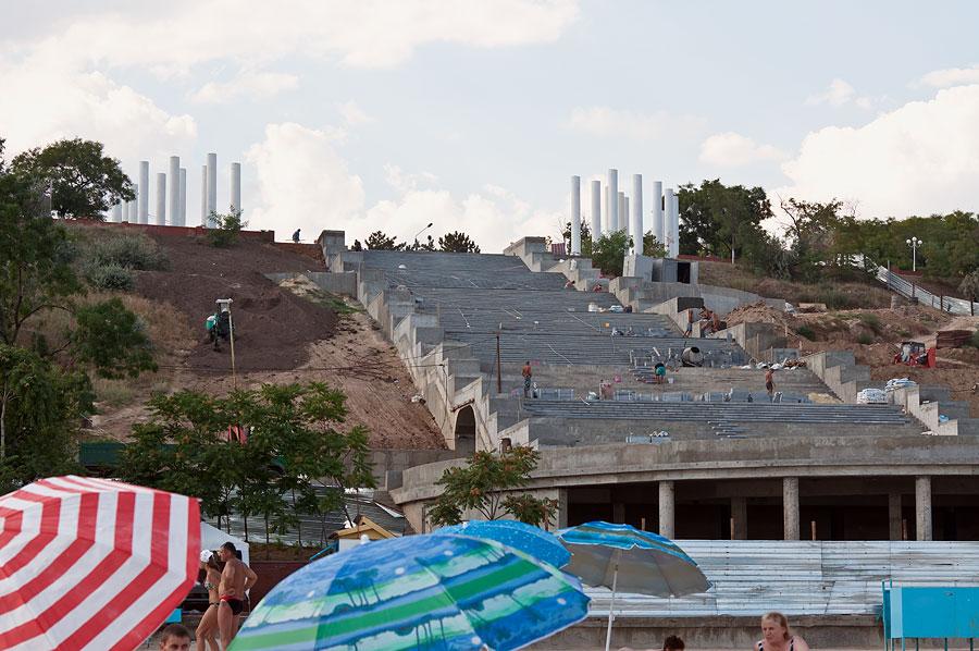 Непонятное строительство на пляже Ильичёвска