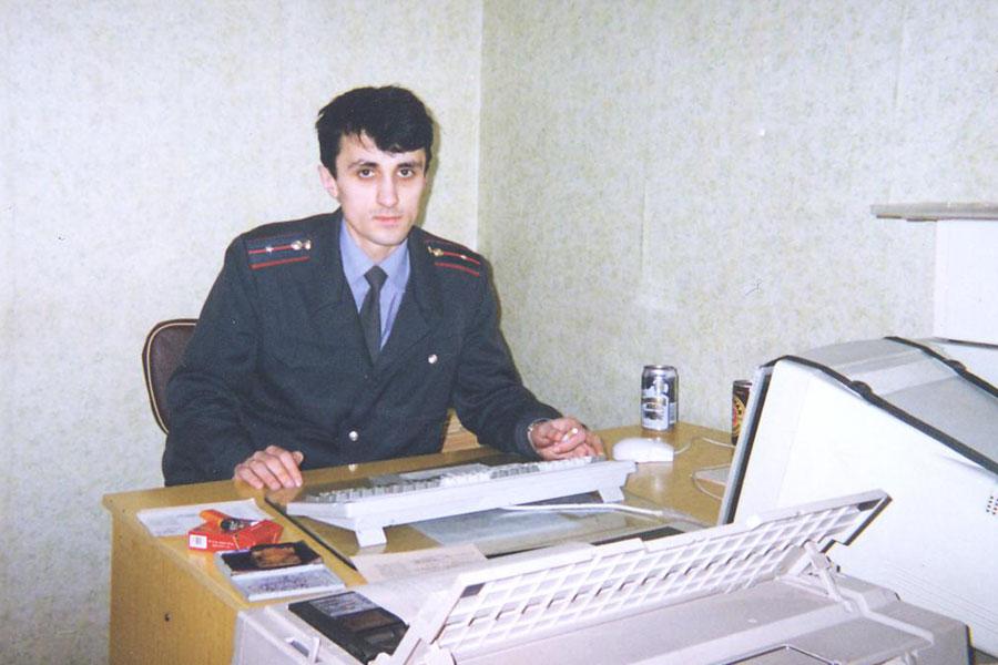 Бес Араб на работе в Рыбницком ГРОВД - год, наверное, 1994